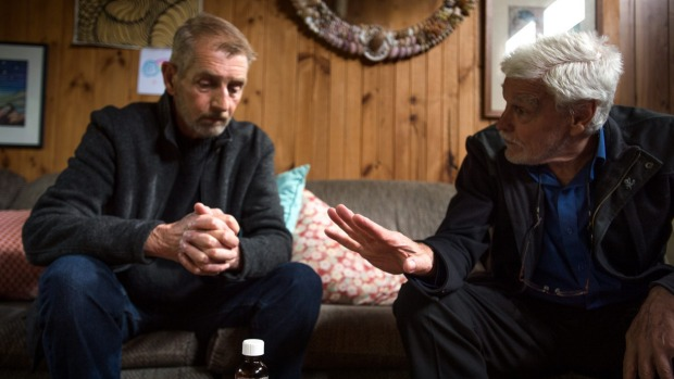 right-to-die-dr-rodney-syme-hands-patient-ray-godbold-lifeending-medication